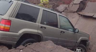 Colapsó puente en carretera Tocumbo - Cotija, brindan rutas alternas