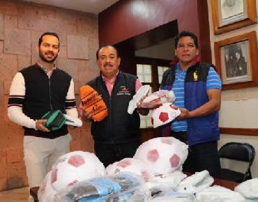 Dr. Lugo entregó apoyos para la Olimpiada Nacional Escolar de Educación Básica
