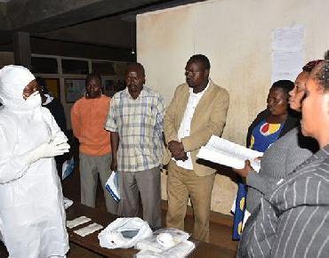 OMS intenta contener peligroso virus de Marburg en frontera de Uganda y Kenya