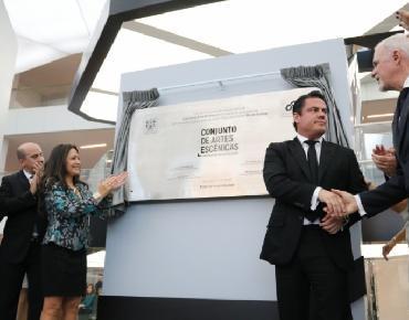 Develan placa del Conjunto de Artes Escénicas de la UdeG