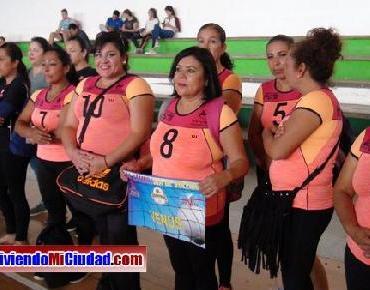 FOTOS: Inauguración Torneo de Voleibol de Madres de Familia en Zamora