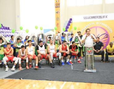 Apadrinan los 12 Guerreros apertura de Academia de Baloncesto Aguacateros en Uruapan