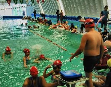 Pretenden formar equipos de competencia con niños y jóvenes en alberca municipal de Zamora
