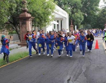 Realizan carrera conmemorativa del 40 Aniversario de la Secundaria número 2 en Calzada Zamora-Jacona