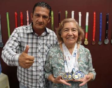 Otorga Gobierno Municipal, beca al 100% a deportista de 72 años