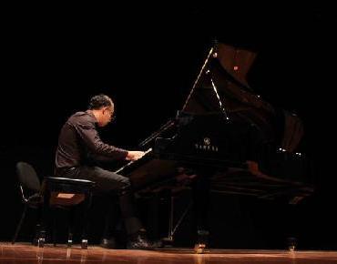 Ayuntamiento de Zamora reconoce al pianista Francisco Mendoza Martínez