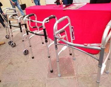 Dirección de Turismo entrega andaderas en donación al DIF Zamora