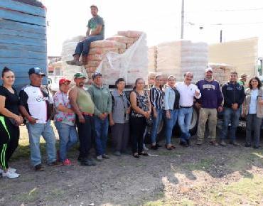 Gobierno local entrega 68 toneladas de cemento y mortero