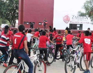 """Alumnos del curso """"Valores en verano"""" realizan recorrido ciclista"""