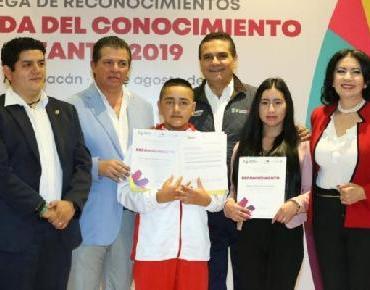Felicita Gobernador a niños ganadores de Olimpiada del Conocimiento Infantil 2019