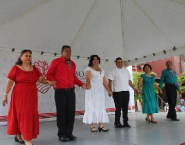 En Zamora enmarcan actividades culturales en plaza principal por el mes patrio