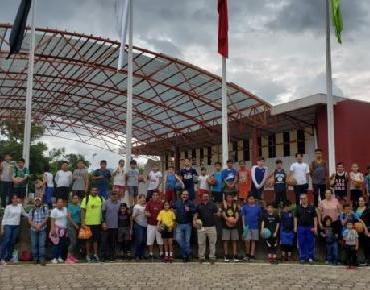 Alcalde Martín Samaguey se reunió con jóvenes basquetbolistas y entrenadores