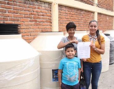 En Zamora entregan cemento mortero y materiales para dignificar viviendas