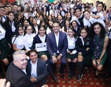 Convoca Silvano Aureoles a jóvenes a ser embajadores de paz