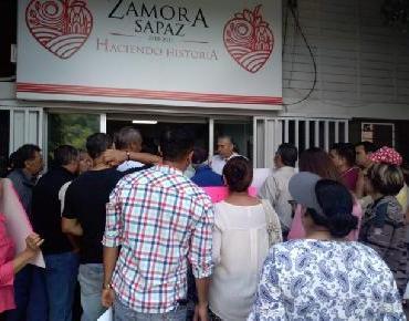 Continúan las mesas informativas con vecinos de la colonia Ramírez