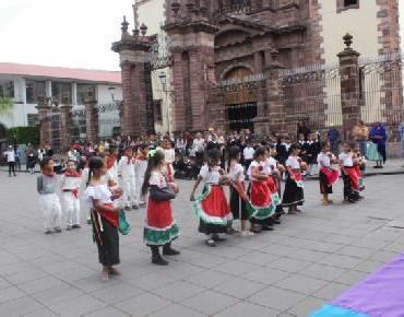 En Zamora celebraron el DXXVII aniversario del día de la Raza