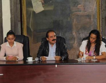 Martín Samaguey y funcionarios llevan a cabo reunión para retomar estrategia de escrituración
