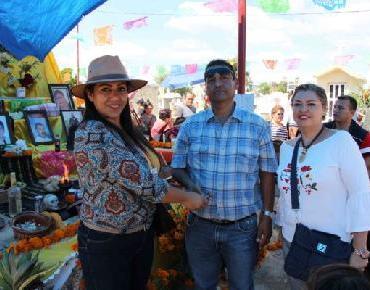 Ciudadanos disfrutaron el Día de Muertos en los panteones