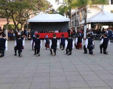 Realizan recital poético en plaza principal de Zamora