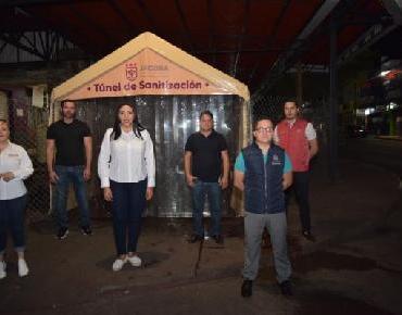 Adriana Campos instala túneles sanitizantes en mercados de Jacona