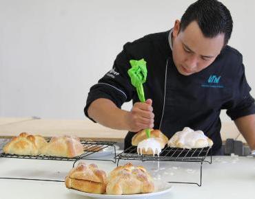 Chef de la UTM comparte receta de elaboración Pan de Muerto