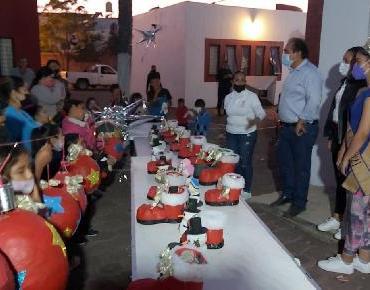 Concluye taller de piñatas y regalos en el CEDECO El Vergel