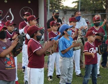 Enfrenta Ario a selección infantil en Beisbol