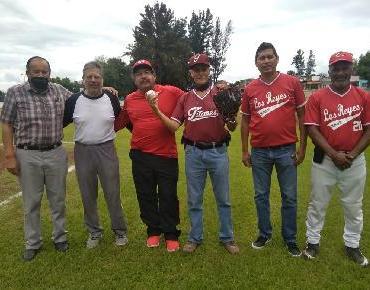 """Inauguran torneo de beisbol de Aguas """"Dr. Guillermo Cuevas"""" en Zamora"""