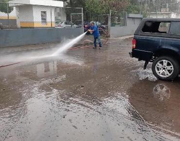 Realiza SAPAZ  trabajos de limpieza en colonias afectadas por encharcamientos