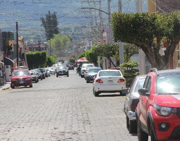 Vuelve a ser de un solo sentido vialidad de calle Salubridad en Fovissste Zamora