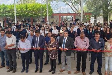 Benefician a 500 estudiantes del CECyTEM Penjamillo, con obra de infraestructura