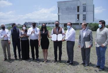 Dona Ayuntamiento de Martín Samaguey terreno a la Universidad Michoacana