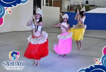Exhibición de bailables polinesios en Feria de Guares y Guaches en Sahuayo