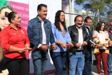 En Zamora rehabilitan banqueta en Centro de Salud; agradecen personal y pacientes