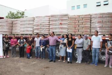 Gobierno local realizó tercera entrega de materiales de construcción