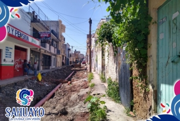 En Sahuayo pavimentan calle Sor Juana Ines de la Cruz en barrio del Santuario