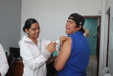 Vacunan a trabajadores del SAPAZ